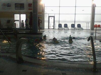 Poslední hodina plavání školáků