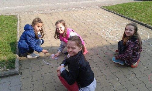 Velikonoční malování před školou